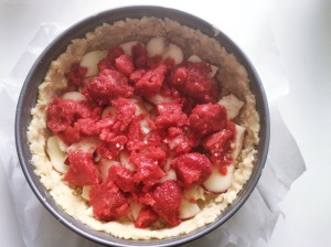 Granolakakku täytteet mansikkasose