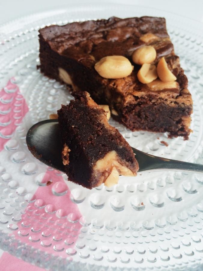 Täyden tavaran brownies