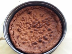 Naurettavan helppo ja hyvä suklaakakku (12)