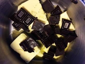 Naurettavan helppo ja hyvä suklaakakku (20)